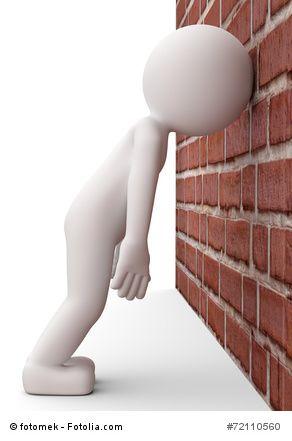 Kopf gegen Wand